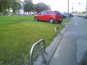 Куда пожаловаться на парковку на газоне в москве