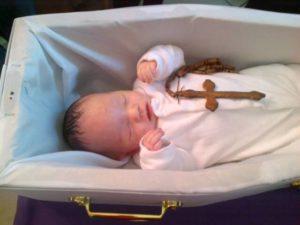 Как хоронить новорожденного ребенка по православному